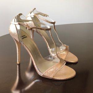 Stuart Weitzman Textured Gold 9M T-straps Sandals